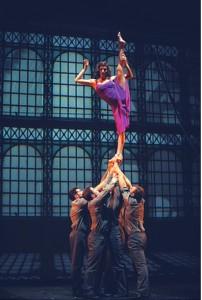 Show im Cirque Eloize © Productions Neuvart / Valérie Remise
